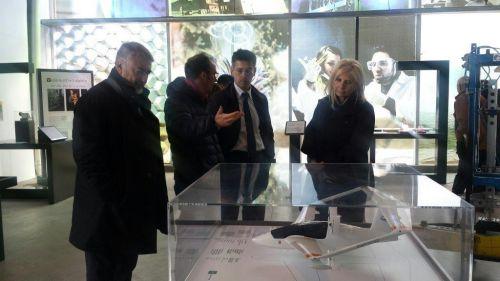 L'Ambasciatrice d'Italia in Argentina Teresa Castaldo con l'addetto scientifico José Kenny e il Consigliere per gli affari europei Marco Piantini all'inaugurazione dell'Italia del Futuro