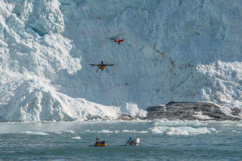 Robot e droni al lavoro presso il ghiacciaio Kronebreen