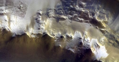 Detail of the rim of the Korolev crater (Credit: ESA/Roscosmos/CaSSIS)