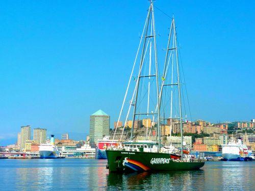 Rainbow Warrior a Genova