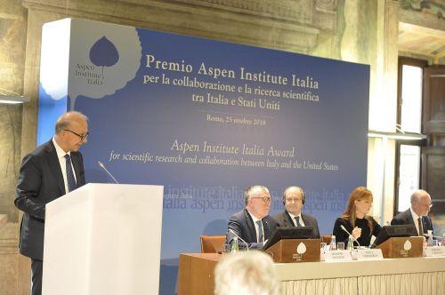 Il ministro Marco Bussetti con il presidente del Cnr Massimo Inguscio con gli altri relatori