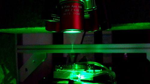 Particolare del sistema laser di fabbricazione dei circuiti in diamante