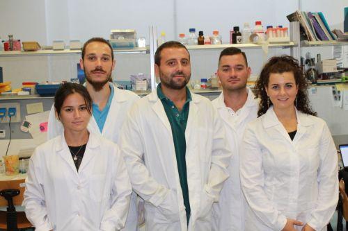 Fabio Iannotti (al centro) insieme al team di ricerca sulle malattie muscolari dell'Icb di Pozzuoli guidato da Vincenzo Di Marzo
