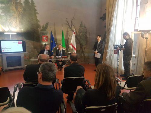 Il presidente della Regione Toscana Enrico Rossi e il presidente del Cnr Massimo Inguscio presentano il nuovo istituto Cnr-Ibe in occasione della firma dell'accordo tra i due Enti