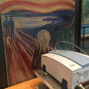 Strumentazione portatile per analisi non invasive di spettroscopia infrarossa mentre esegue indagini su