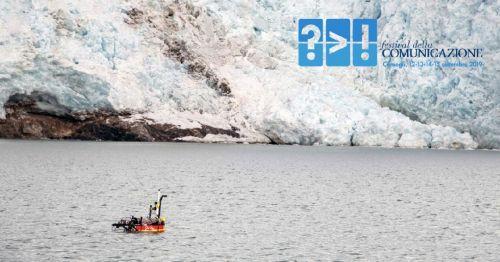 Veicolo autonomo di superficie nel Fiordo del Re, alle Isole Svalbard, in Norvegia