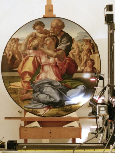Foto del dipinto Tondo Doni (1505-1506) di Michelangelo Buonarroti, Gallerie degli Uffizi (Firenze), durante acquisizione dei dati di imaging iperpsettrale con scanner Ifac-Cnr