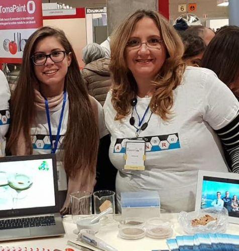 Da sinistra, Giulia Rando, co-founder di Athena Green Solutions S.r.l e Rosaria Plutino, a capo dell'azienda spin-off. e ricercatrice Cnr-Ismn