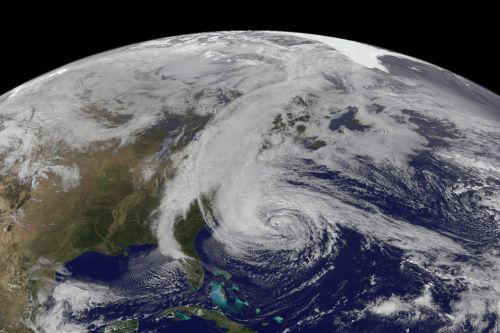 Immagine da Geostationary Operational Environmental Satellite 13 (GOES-13) ripresa durante l' Hurricane Sandy (17:45 Universal Time) il 28 Ottobre 2012