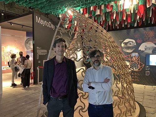 Il FlexMaps Pavilion sullo sfondo (da sinistra Paolo Cignoni e Alessandro Melis)