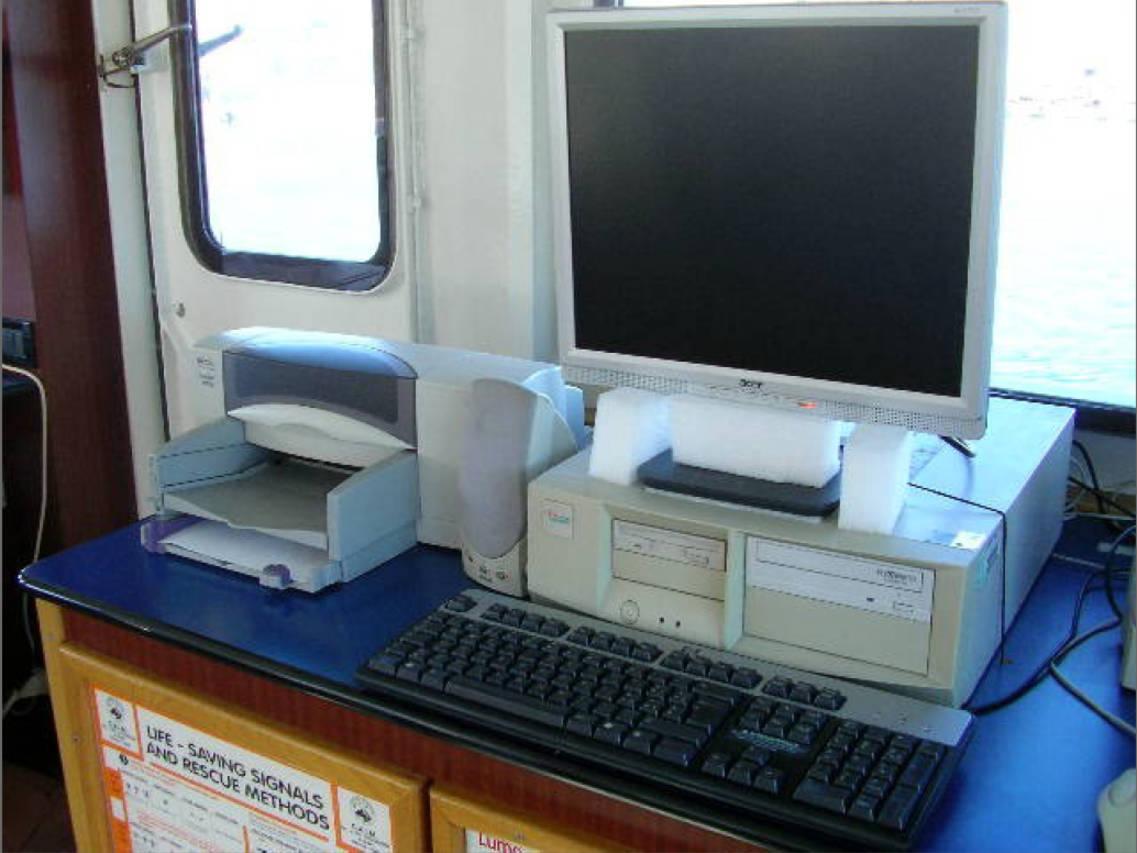 Il sistema F NERA 33 interfacciato al computer di bordo permette di ricevere e trasmettere e-mail